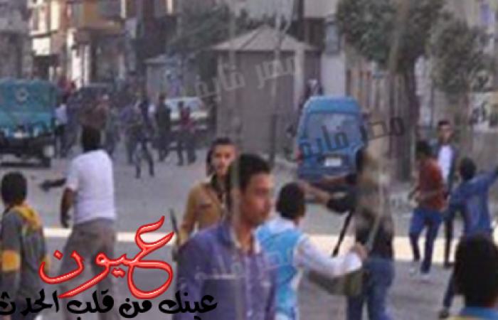 عاجل.. حرب شوارع واشتباكات بالأسلحة الآلية منذ قليل ومقتل 5 أشخاص والشرطة تحاول السيطرة وتفرض طوقاً أمنياً على المنطقة وسيارات الإسعاف تهرع إلى المكان