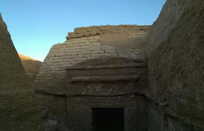 """""""الآثار"""" تعلن اكتشاف 5 مقابر تعود للعصر الروماني بالواحات –(صور)"""