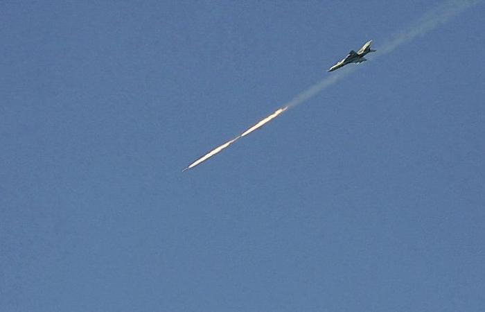معارك الحصار... الاشتباكات تحتدم شرقي سوريا للسيطرة على طريق بغداد دمشق