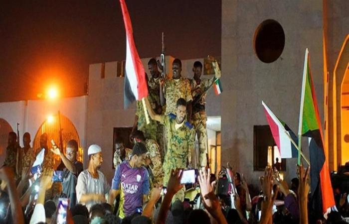 تصفية المؤسسات القمعية.. قوى التغيير السودانية ترد على قرار تعليق التفاوض
