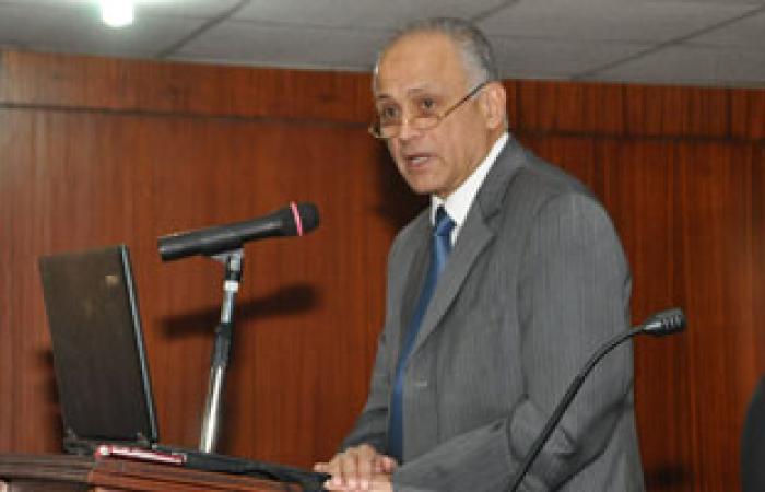 وزير التعليم العالى يتفقد مشاريع الطلاب بجامعة القاهرة
