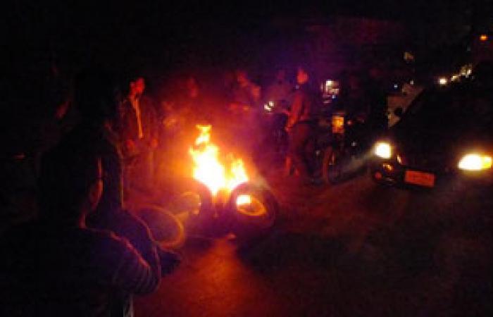 أهالى القوصية يقطعون طريق أسيوط القاهرة لانقطاع الكهرباء