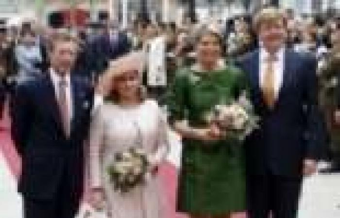 بالصور| ملكة هولندا تتألق بفستان ستان أخضر أثناء زيارتها لقصر الدوقية