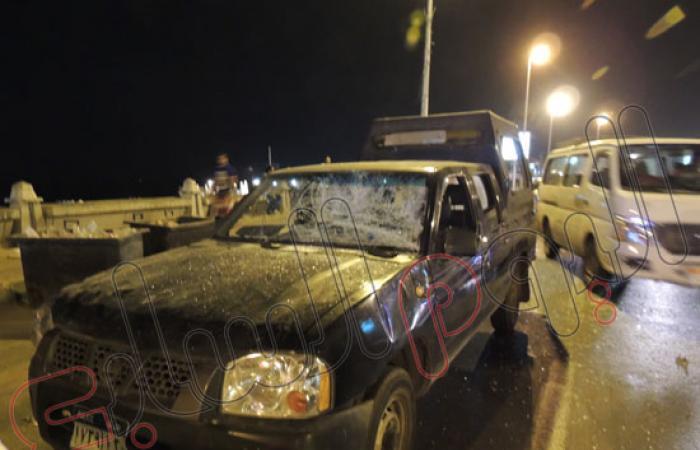 بالصور.. الباعة يعتدون على ضابط وفرد شرطة لقيامهم بإزالات بالإسكندرية