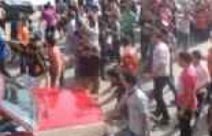 بالصور| طلاب المدينة الجامعية بالزقازيق يقطعون الطريق احتجاجا على تسمم زملائهم