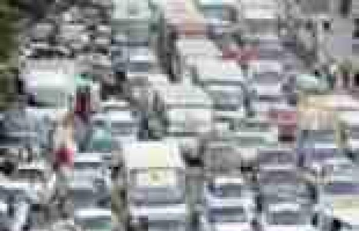 شلل مروري بالزقازيق بسبب قطع طلاب المدينة الجامعية الطريق