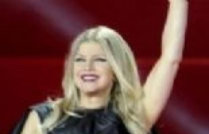 بالصور| فيرجي تتألق في فستان ستان أسود بحفل Life Ball بفيينا