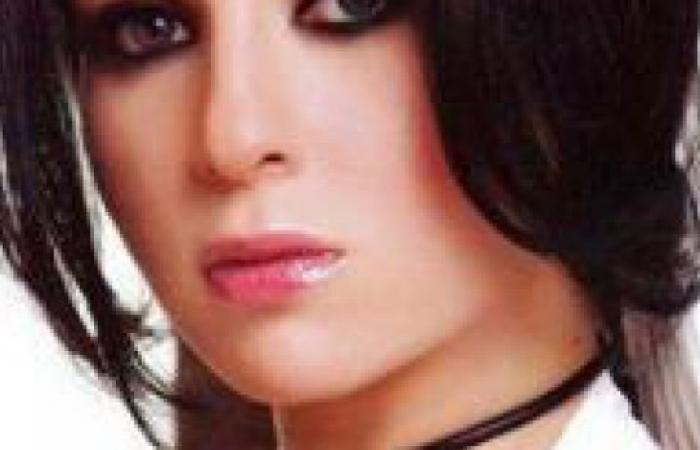 """مخرج""""الشك"""":غناء مي عز الدين لتتر المسلسل كلام فارغ"""