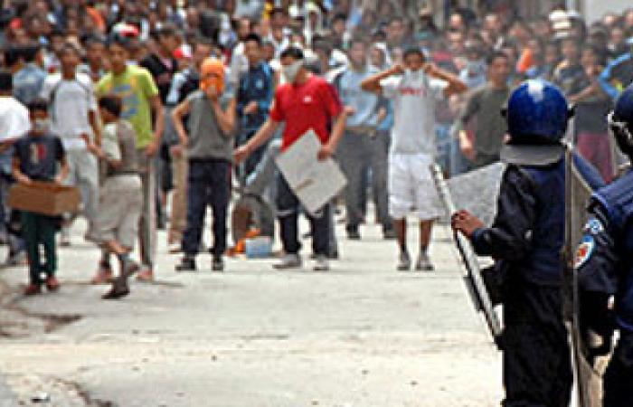 قتيل فى اشتباكات بين الأمن وباعة جائلين شمال تونس