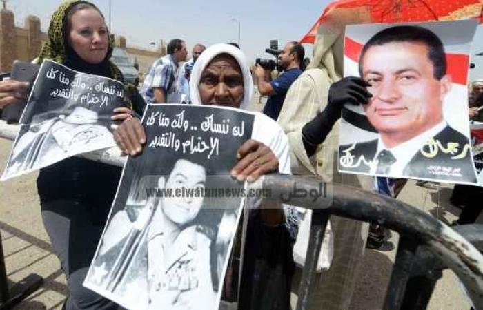"""فرحة بين أنصار مبارك بإخلاء سبيل نجليه.. وأهالي الشهداء: """"ده تهريج"""""""