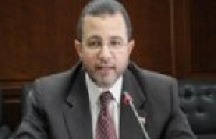 قنديل يشاهد فيلما تسجيليا عن مستقبل صناعة التعهيد في مصر