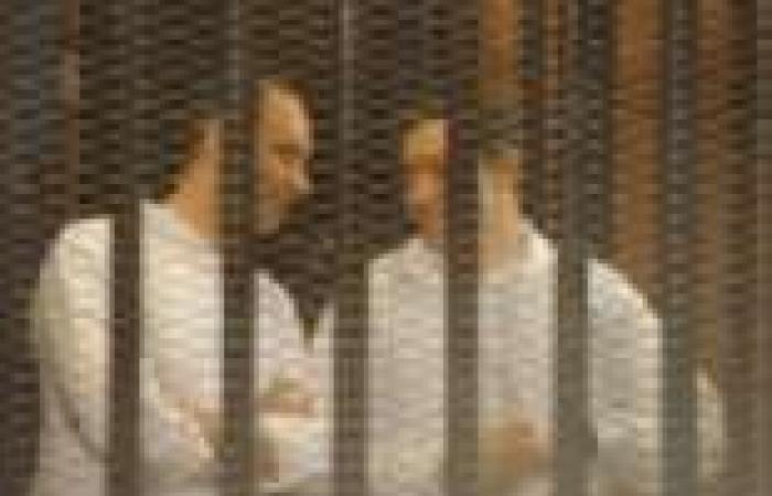 """النيابة تقدم تحقيقات """"تكميلية"""" في قضية تلاعب نجلي مبارك بالبورصة.. والقاضي يتعجب من موقفها"""
