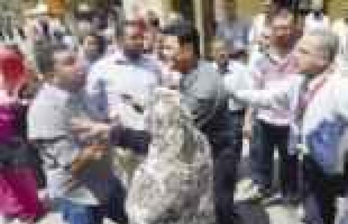 """وقفة صامتة لصحفيي """"الأخبار"""" احتجاجا على مانشيت """"ماما قطر"""""""