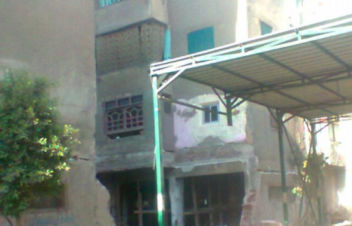 نرصد مأساة 32 أسرة تعيش بالشارع بعد انهيار منازلهم بشبرا الخيمة