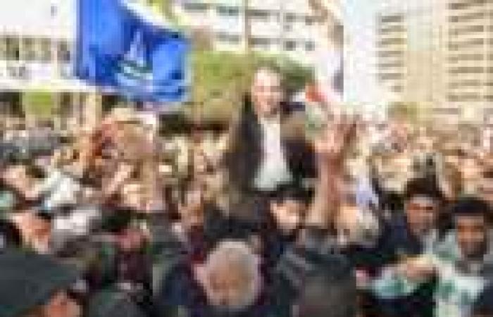 """أنصار """"عكاشة"""" يتوافدون على ميدان الرماية استعدادا لتظاهرة تطالب بدعم الجيش"""