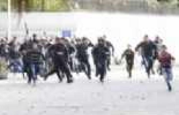 """كر وفر على """"كورنيش النيل"""" بين متظاهرين وقوات الأمن"""