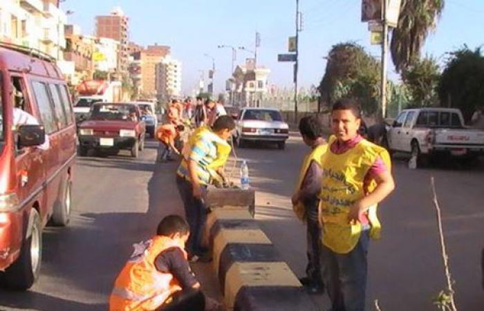 بالصور.. تجميل مدينة دسوق ولصق صورا للحث على النظافة