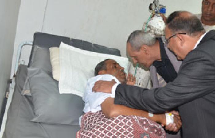 جولة مفاجئة لمحافظ قنا داخل مستشفى الحميات