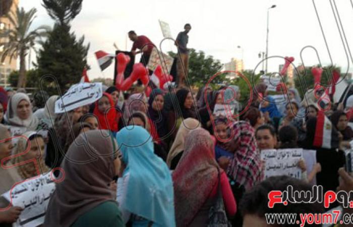 """بالصور.. آلاف المتظاهرين بالبحيرة يهتفون: """"انزل يا سيسى مرسى مش رئيسى"""""""