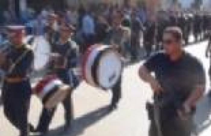 بالصور  جنازة عسكرية لشهيد الشرطة ضحية مؤيدي مرسي في المنيا
