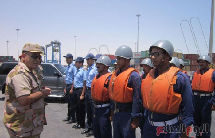 بالصور.. قائد الجيش الثالث يتفقد ميناء العين السخنة