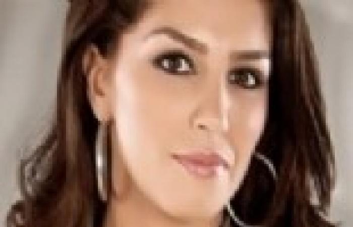 دينا عبدالرحمن تبكي على الهواء بسبب مداخلة هاتفية لوالدة أحد الشهداء