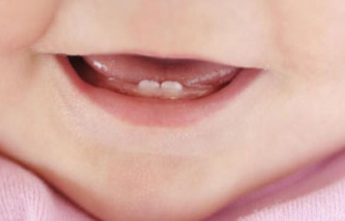 متى تظهر الأسنان اللبنية عند الطفل؟