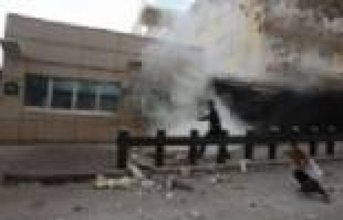 مقتل جزائريين أحدهما صحفي في انفجار قنبلة شرق البلاد