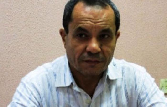 """ناشطة نقابية: كمال عباس غير كفء ولا يصلح لـ""""القوى العاملة"""""""