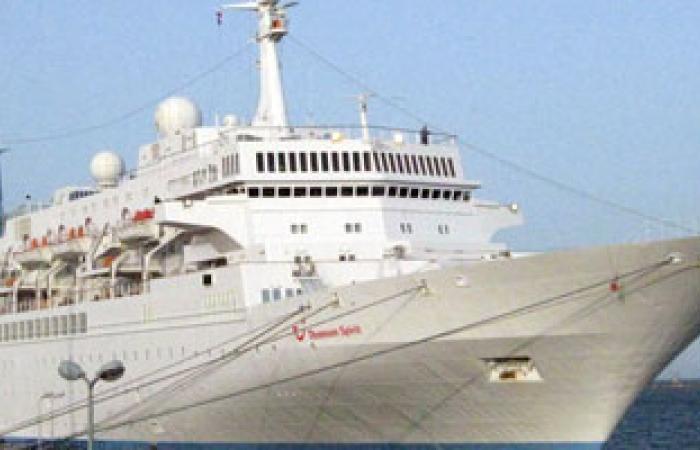 مصدر حكومى يمنى يحذر من كارثة بيئية لتسرب المازوت من باخرة بميناء المكلا