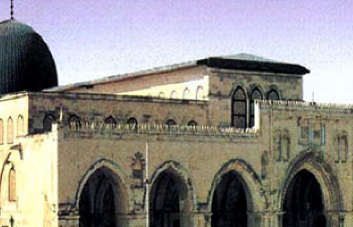 مستوطنون يهود يقتحمون باحات المسجد الأقصى فى حماية الأمن