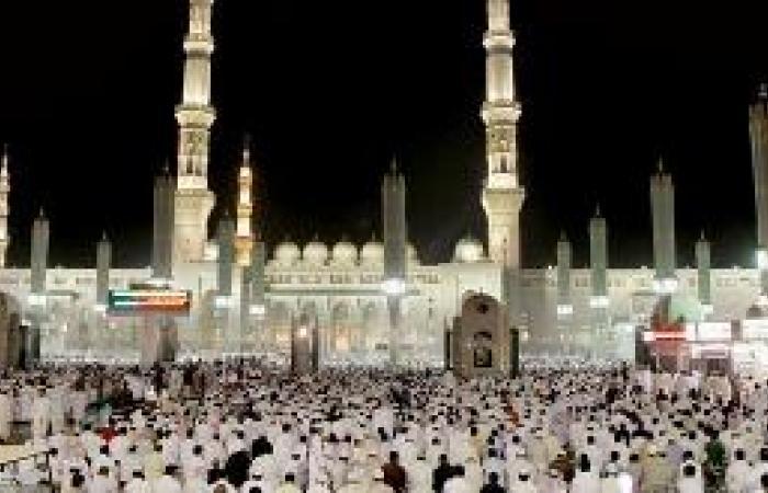 الصلاة في مسجد الرسول أغلى عيدية