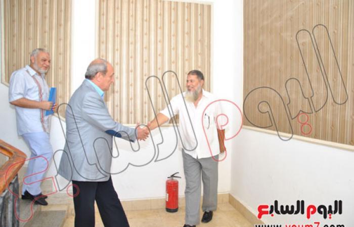 محافظ مطروح يهنئ العاملين بديوان المحافظة بعيد الفطر المبارك