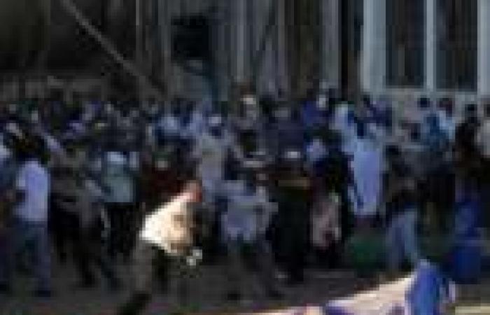 """حرب الإخوان على بائعى صور""""السيسى"""" تسقط قتيلاً و42 مصاباً"""