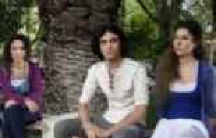 """الحلقة (28) من """"روزنامة"""": عريس مايا يزور الأصدقاء في الجامعة ويحاولون التخلص منه"""