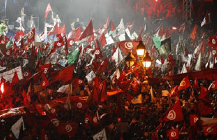 معتصمون تونسيون يعيدون نصب خيامهم بعد تدخل وزير الداخلية