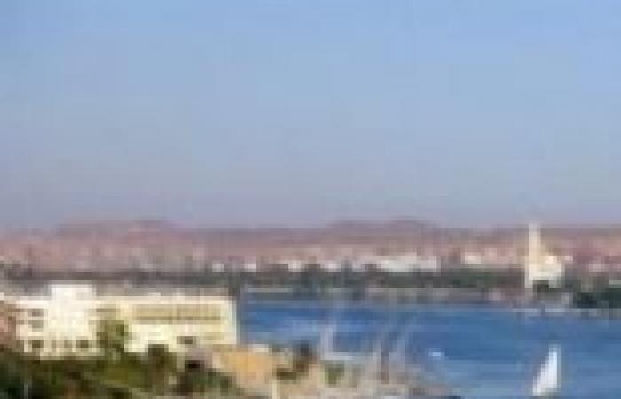 إقبال كثيف من أهالى أسيوط على العبارات النيلية والمنتزهات