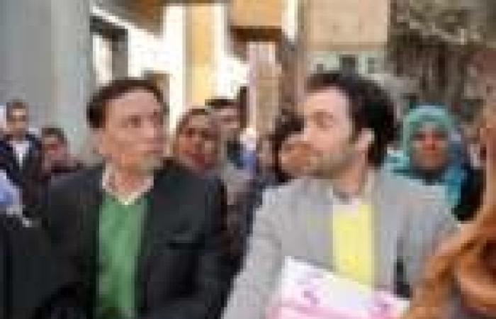 """الحلقة (30) والأخيرة من """"العراف"""": عادل إمام يدَّعي الوفاة.. وأبناؤه يكتشفون الخدعة"""