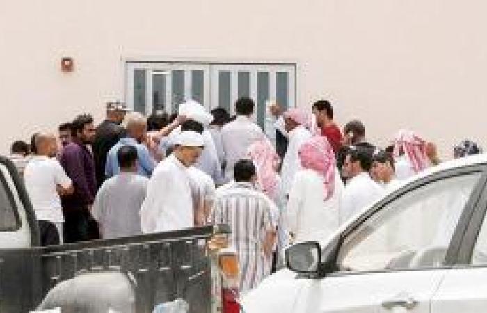 تزاحم أمام مكتب الحجوزات بميناء جازان بسبب غياب موظف