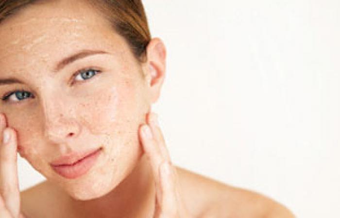 طبيب جلدية: عند شراء واقى شمسى احذرى ألا يزيد معامل SPF عن 60%