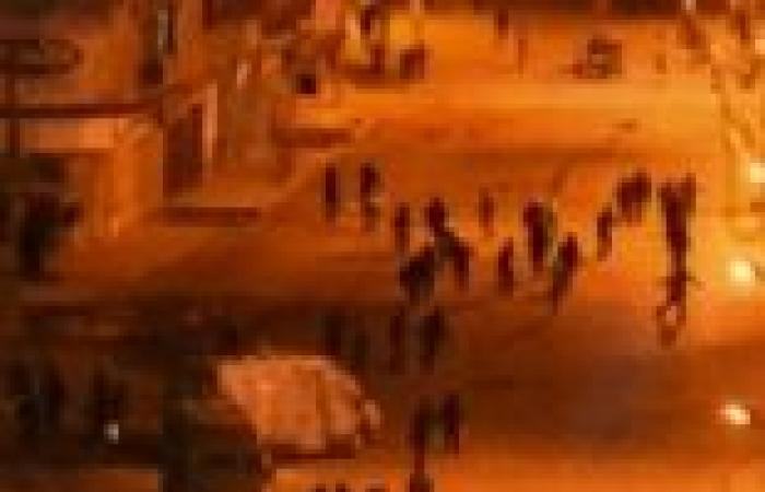 عاجل| الأهالي يهاجمون حزب الوسط بالمحلة ويحرقون محتوياته