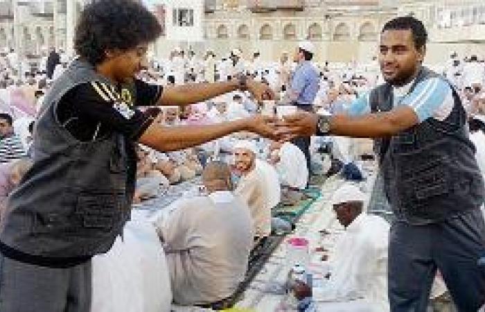 25 شاباً من الأحساء يقدمون العون لذوي الاحتياجات والمسنين في مكة المكرمة