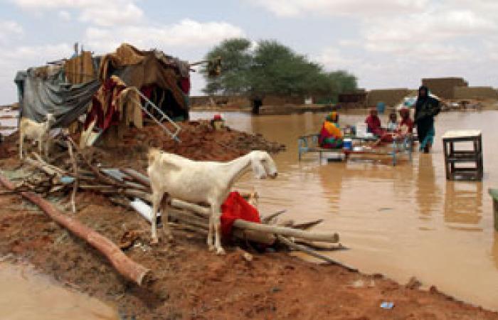 الفيضانات تدمر المنازل فى الخرطوم وتلقى بمواطنين فى الشوارع