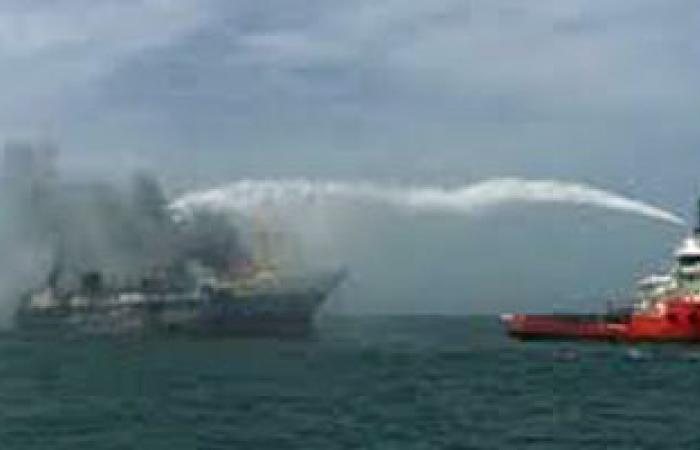 موانئ البحر الأحمر: النيران لا تزال مشتعلة بالسفينة الهولندية