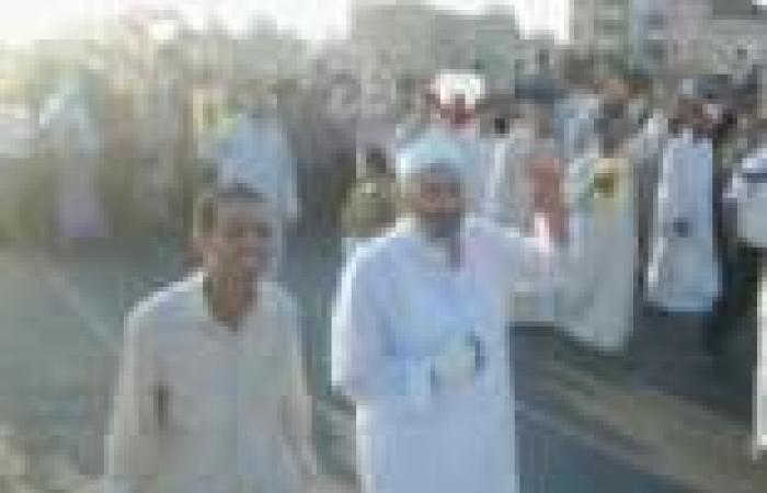 """وصول مسيرة أنصار المعزول إلى ميدان """"الدهار"""" بالغردقة"""