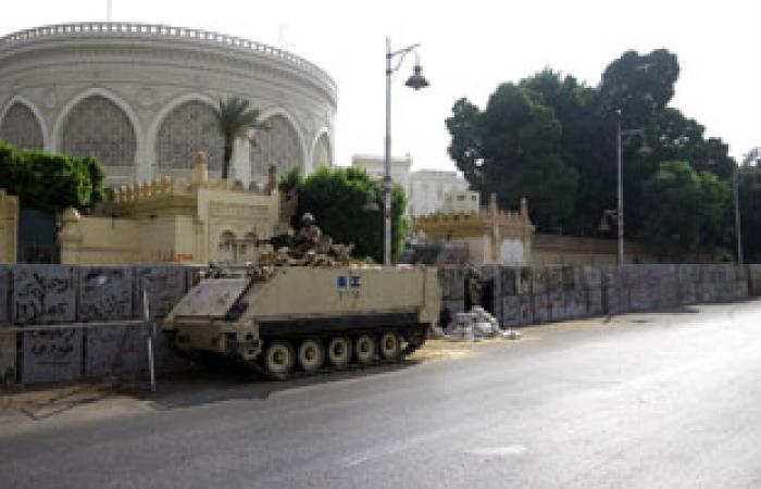 قوات الجيش تغلق الطرق المؤدية لقصر الاتحادية عقب وصول مسيرة الإخوان
