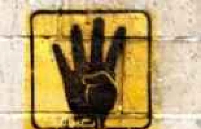 """أوائل الثانوية باليمن يهدون تفوقهم لـ""""ضحايا اعتصام رابعة"""" ويرفعون شعارها الشهير"""