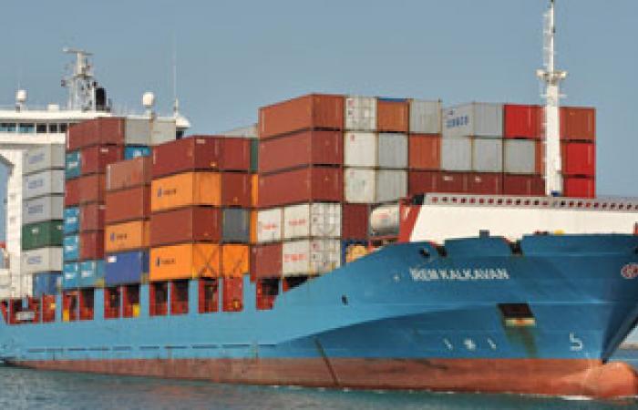 البحرية المصرية تصيب صيادين فلسطينيين اثنين وتعتقل خمسة آخرين