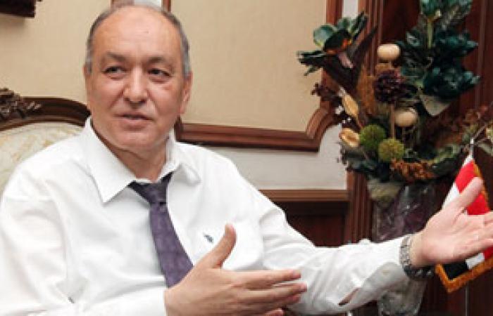 """وزير الطيران السابق يعيد هاتف محمول """"عهدة"""" إلى الوزارة"""