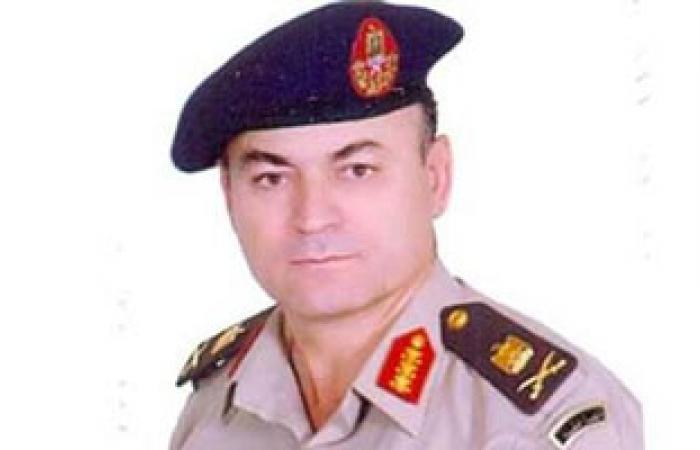 قائد الجيش الثالث يصر على إجراءات تفتيش سيارته بأحد الأكمنة